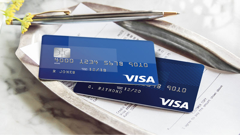 picture of visa credit cards and receipt