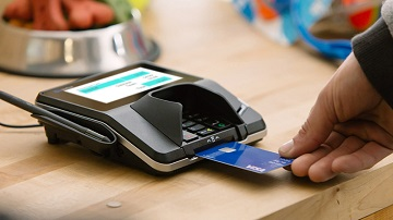making a purchase with Visa chip card